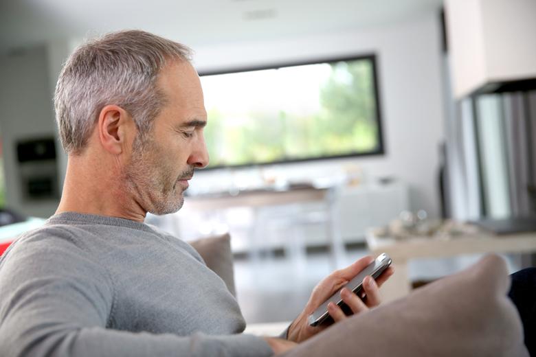 Vilken roll spelar patientinformation om måendet och frågeformulär vid egenmonitorering av patienter i hemmet?